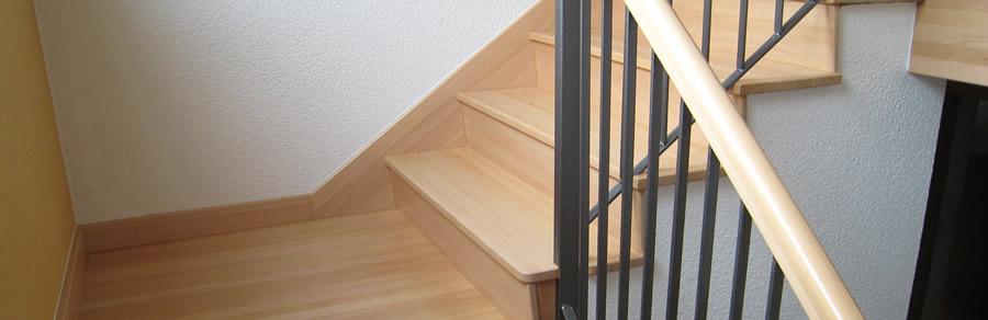 Alte Steintreppe saniert mit Buche Leimholzplatten und anschließend Lackiert.